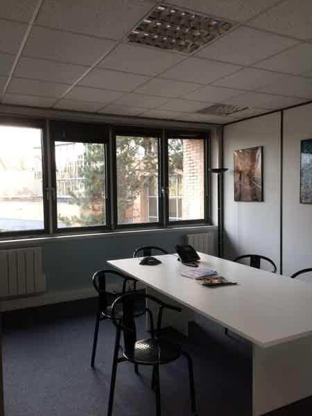 1 bureau 2/3 pers + salle de réunion-1
