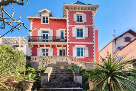 Salle Saint-Charles, au cœur de Biarritz.