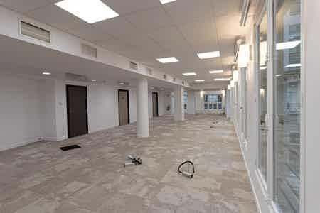 Près de 1000 m2 rénovés sur un niveau-4