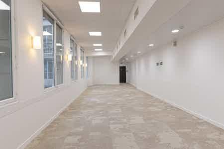 Près de 1000 m2 rénovés sur un niveau-7