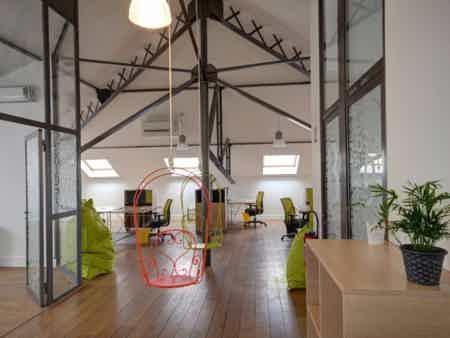 Bureau en espace partagé - bâtiment classé-5