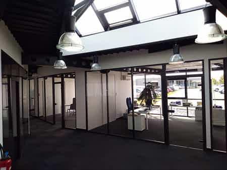 Bureaux salle de réunion parking services-1