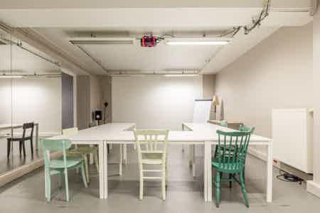 8 postes en coworking design & chaleureux-12