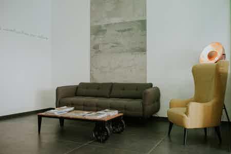 Bureau neuf avec espace réunion-1