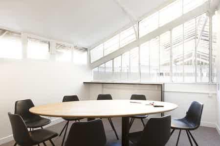 Espace  de 87O m² proche canal St Martin-15