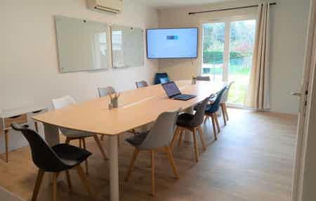 Bureau dans petit coworking neuf+confort-2