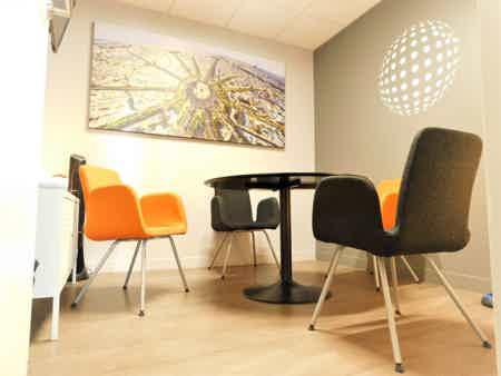 Un bureau fermé pour 3 au centre de Lille-2