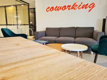 Poste de coworking à Aubagne-6