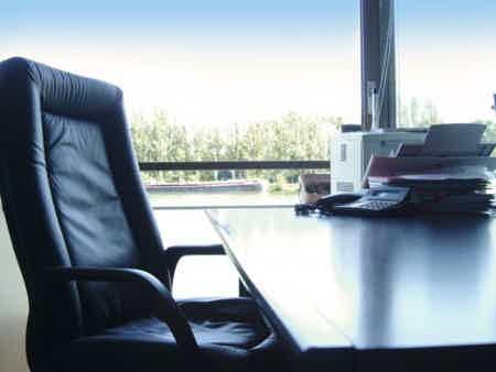 Bureaux disponibles dans Centre d'Affaires-1