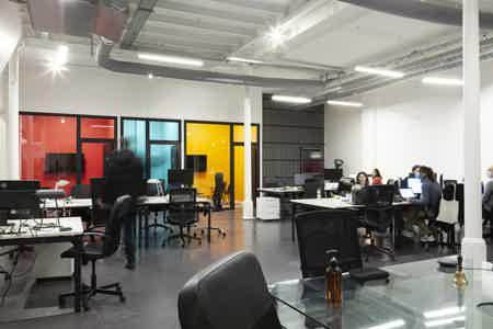 Espace  de 87O m² proche canal St Martin-5