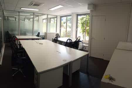 bureau fermé. 27 m². 8 postes