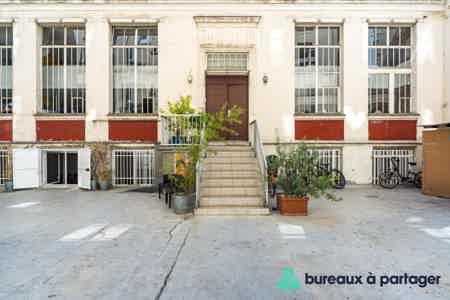 Bureau fermé refait à neuf, rue Saint-Maur-7