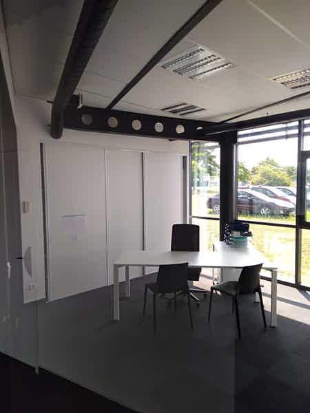 Bureaux salle de réunion parking services-2