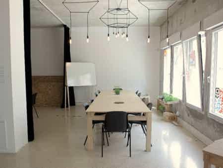 Bureau dédié dans un espace de création