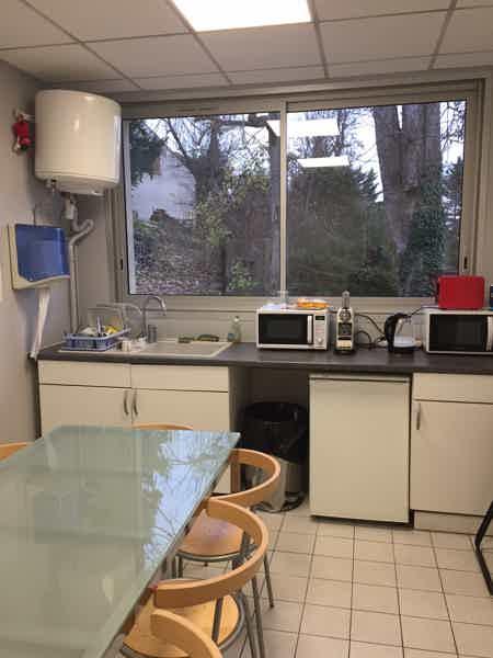 Bureau équipé 17 m², parking gratuit-2