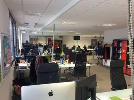 Poste en open space - coworking strasbourg