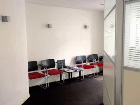 1 bureau indpt , 32 m2, 6 à 8 postes-1