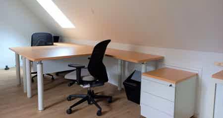 Bureau dans petit coworking neuf+confort-3