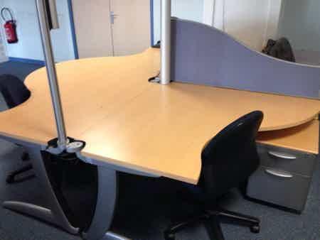 Poste personnel dans openspace spacieux et calme-2