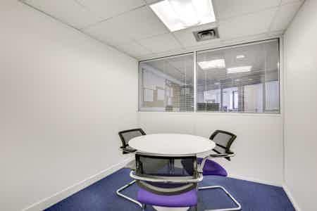 Bureaux cloisonnés de 146 m2-5
