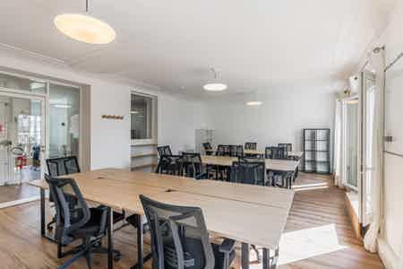 Superbe bureaux avec balcon - Sentier