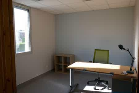 Bureaux privés 1-2 postes dans coworking-5