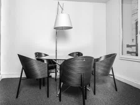 Bureau au sein d'une agence de design-3