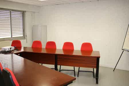 Bureaux et salle de travail-1