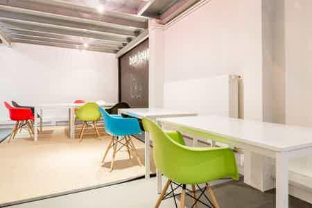 8 postes en coworking design & chaleureux