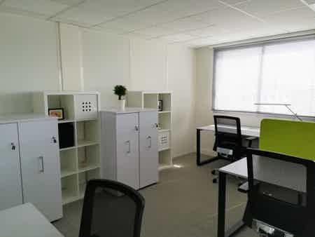 Nos postes de travail grand format vous permettront de vous installer confortablement