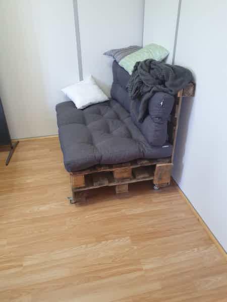 Bureau meublé avec 4 postes-1