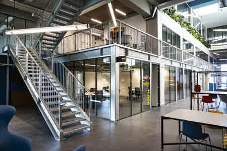 Loft industriel cité numérique - 6 postes