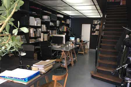 Table  dans un atelier d'architecture-1
