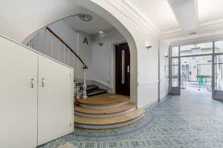 Superbe bureaux avec balcon - Sentier-7