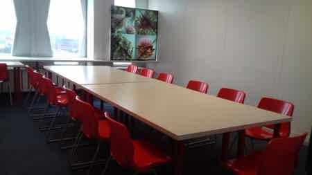 Bureaux equipes et meubles-1