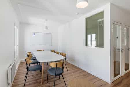 Superbe bureaux avec balcon - Sentier-1