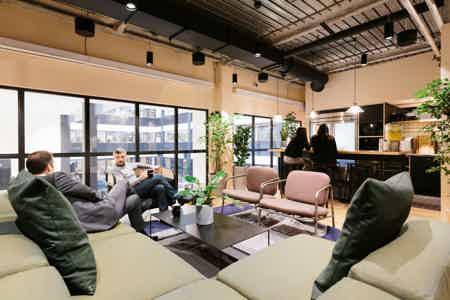 Bureau fermé - 3 postes dans Coworking
