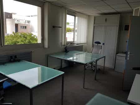 Bureau fermé en centre d'affaire-2