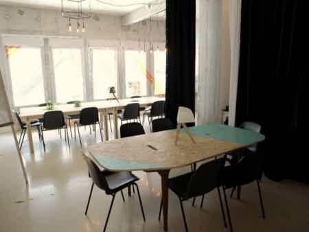 Bureau dédié dans un espace de création-1