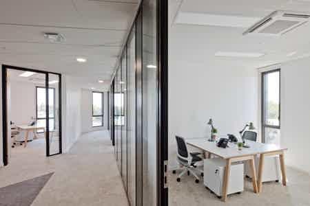 Poste de travail dédié en espace coworking-1