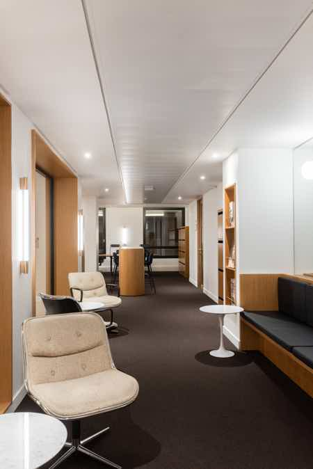 Bureau privatif - 14,5m² - 4 à 5 postes-3