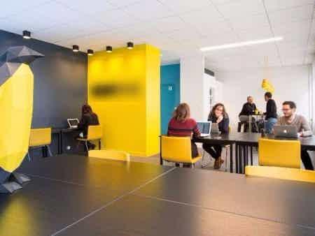 Bureau fermé de 10 m² pour 2 personnes-3