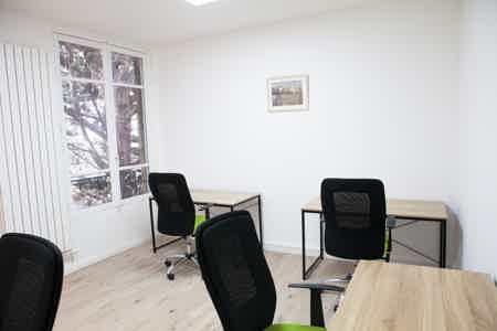 Bureau de 4 personnes renové