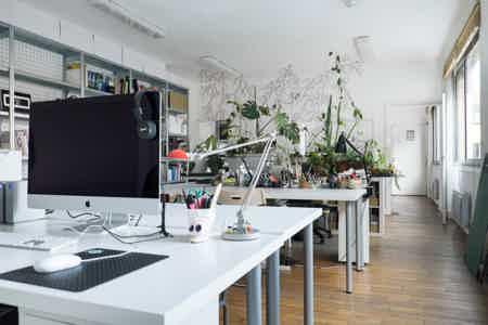 Bureaux à partager dans atelier
