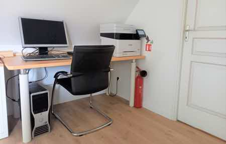 Bureau dans petit coworking neuf+confort