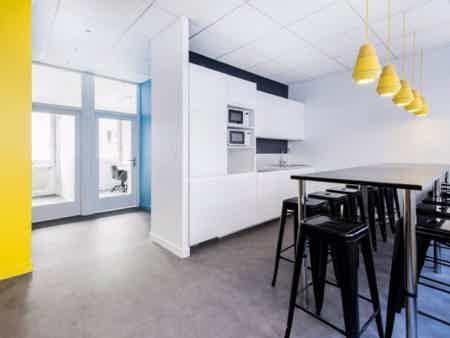 Bureau fermé de 10 m² pour 2 personnes-1
