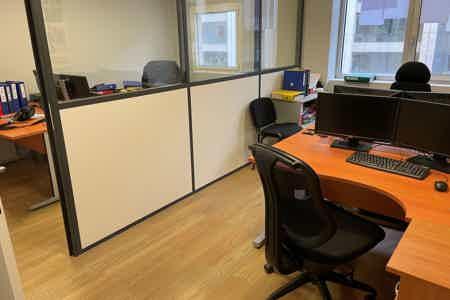 Bureau 4 postes privé équipé avec services-1