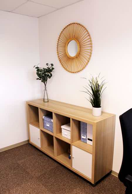 Bureau tout équipé 15 m²-1