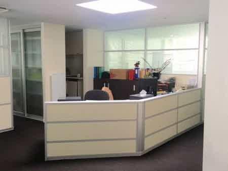 1 bureau indpt , 32 m2, 6 à 8 postes-2