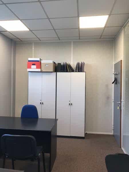 Bureau équipé 17 m², parking gratuit-1